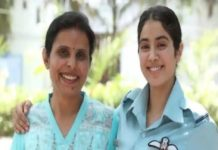 gunjan saxena the kargil girl jahnvi kapoor with real gunjan saxena